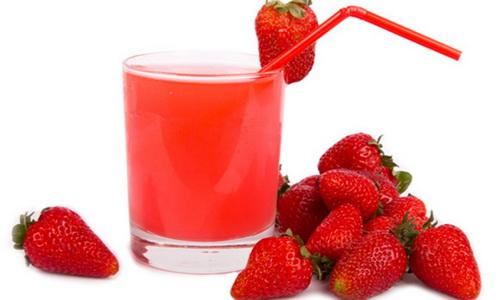 Nước ép dâu tây giúp giải độc cho cơ thể và làm giảm lượng acid uric sinh ra.