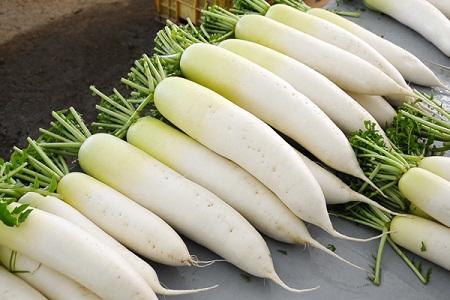 Củ cải trắng giàu vitamin K.