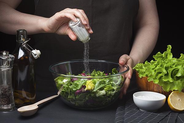 Hãy giảm muối trong khẩu phần ăn hàng ngày