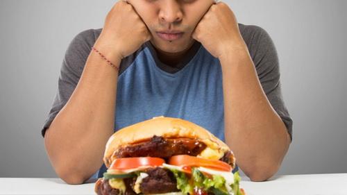 Thức ăn nhanh làm tăng nguy cơ bị trầm cảm.